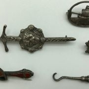 SMALL QTY OF COSTUME JEWELLERY