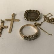 15 CT. GOLD RING WITH TWO 9 CT. GOLD CROSSES AND A GILDED MOURNING BROOCH