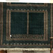 LARGE RUG - GREEN GROUND