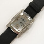 18CT WHITE GOLD BAUME & MERCIER LADIES WRISTWATCH WITH DIAMOND ENCRUSTED FACE. IN FULL WORKING ORDER - SERIAL NUMBER 3323201 -65335
