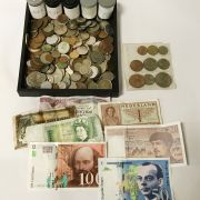 COLLECTION OF BANKNOTES & COINS