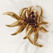 9CT GOLD & RUBY FLORAL BROOCH