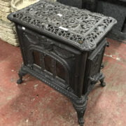 CAST IRON WOOD BURNER IN GOOD CONDITION IS VERY HEAVY - LENGTH 63CM, WIDTH 46CM & HEIGHT 86CM