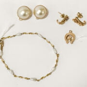 9CT GOLD SEED PEARL BRACELET & 9CT GOLD CABOUCHON EARRINGS ETC