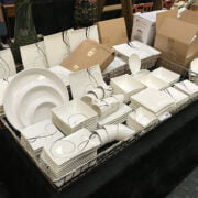 MODERN DINNER SERVICE - MAXWELL WILLIAMS & 20 OTHER DINNER PLATES ETC