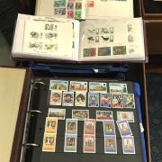 TWO TRAYS OF WORLD STAMPS INCL. ALBUMS